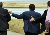 Harry Siskind gives a one-finger salute to the media as he leaves the federal courthouse in San Antonio