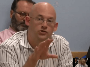 Clay Shirky on Internet Issues Facing Newspapers   YouTube